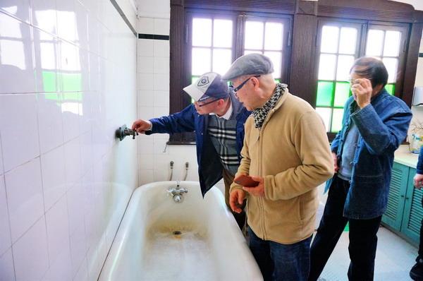 6老浴缸和水龙头吸引了画家_调整大小.JPG
